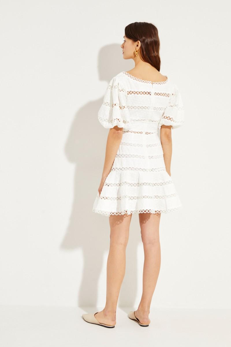 Mini-Kleid mit Volantsaum Crèmeweiß