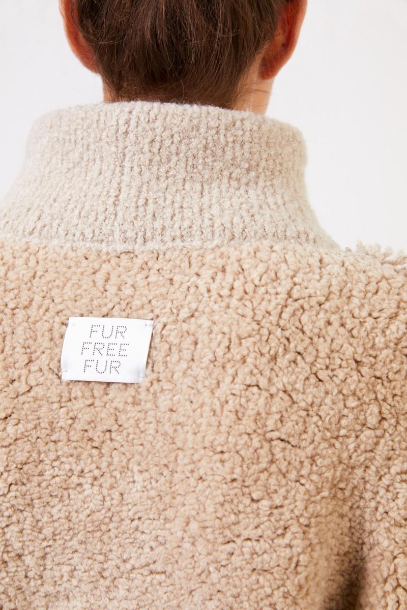 Kurze Faux Fur Jacke mit Detail Camel