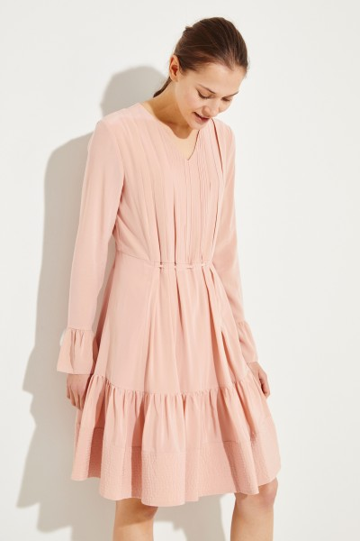 Seidenkleid mit Plissee-Details Rosé
