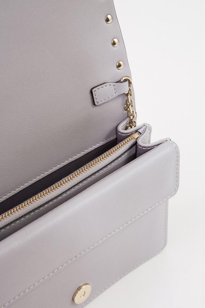 Valentino Leder-Umhängetasche mit Nieten Grau