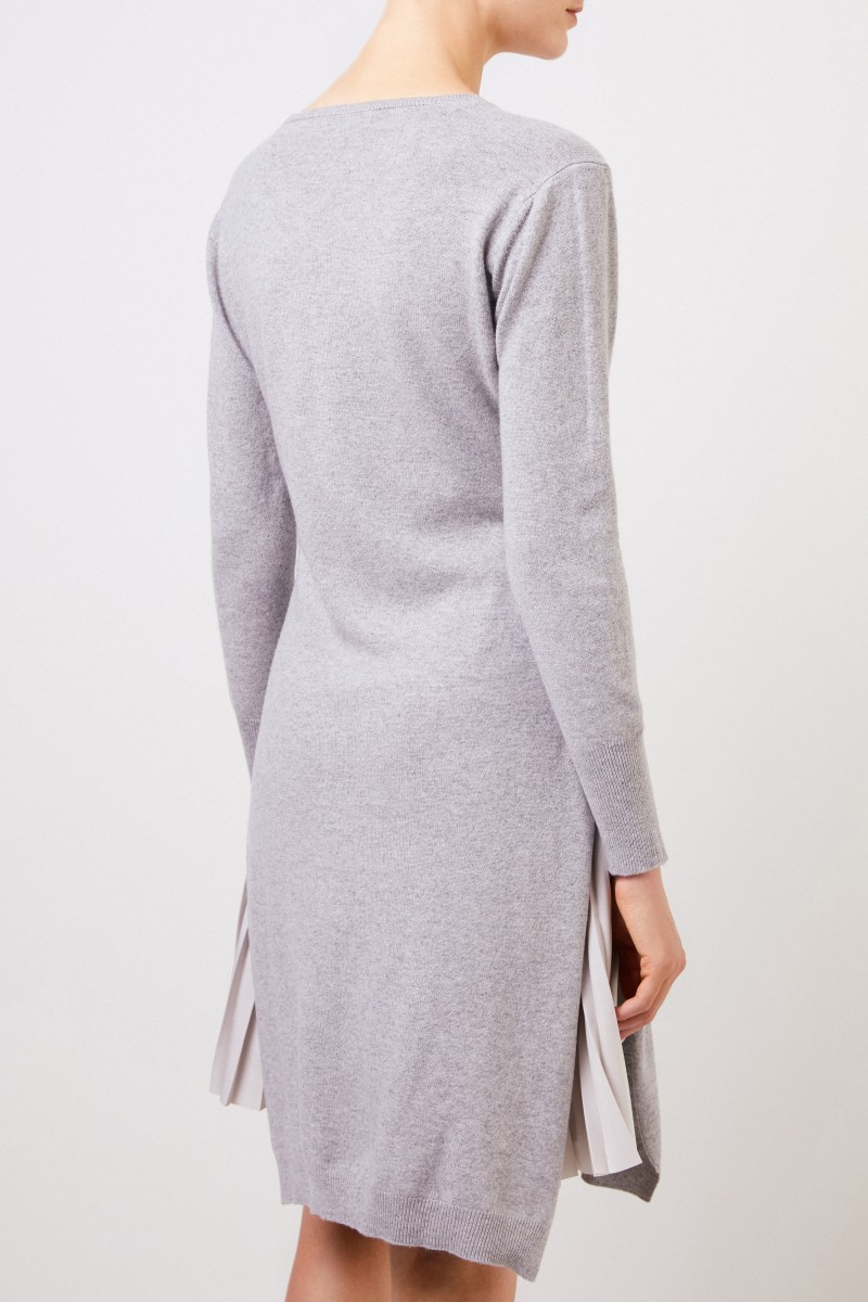 Zweiteiliges Woll-Kleid mit Plissee Detail Grau