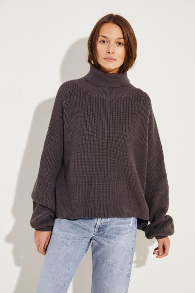 Rollkragen-Pullover mit verkürzter Front Braun