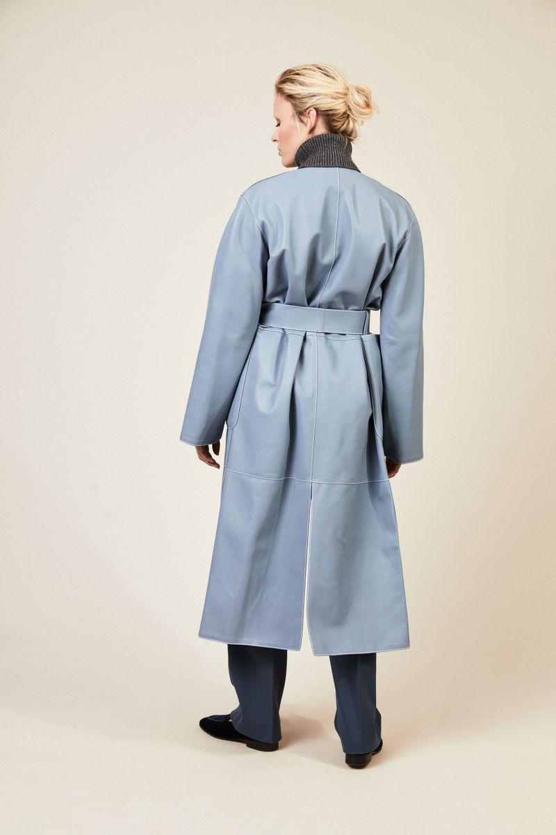 Leder-Mantel mit Ziernähten Hellblau