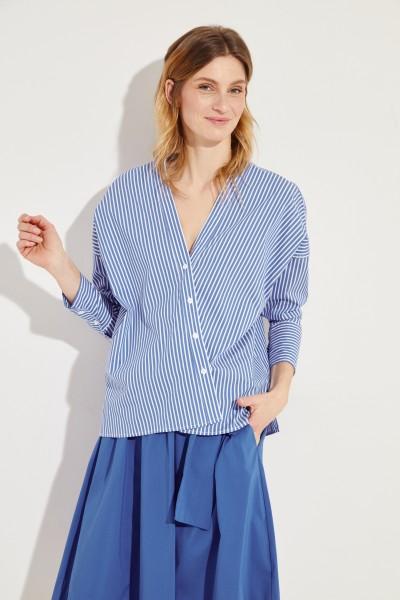 Bluse mit diagonaler Knopfleiste Blau/Weiß