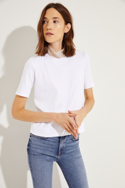 Feinripp T-Shirt mit verziertem Stehkragen Weiß