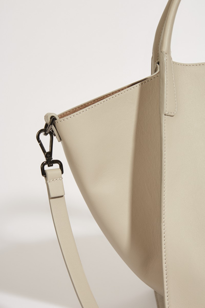 Leder-Tasche 'Viola' mit perlenverzierter Lasche Taupe