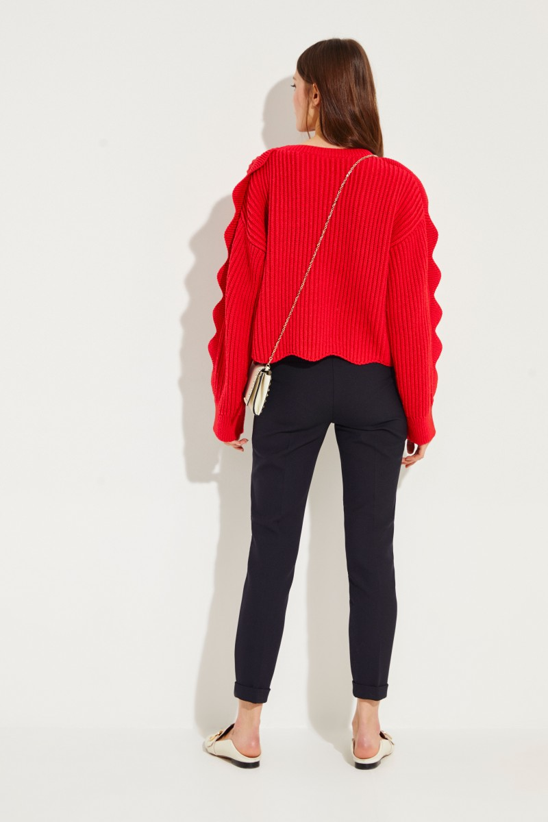 Crop pullover with shell hem Red