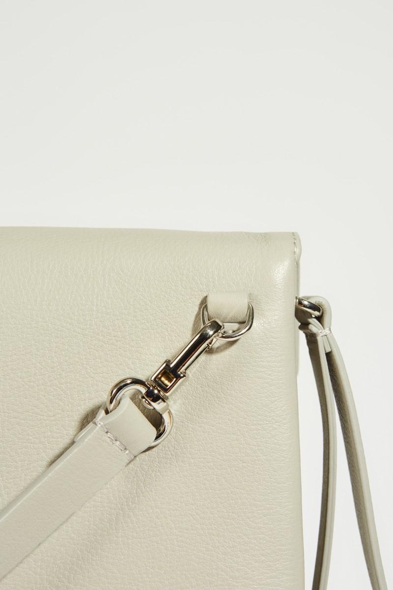 Umhängetasche mit Perlenverzierung Grau