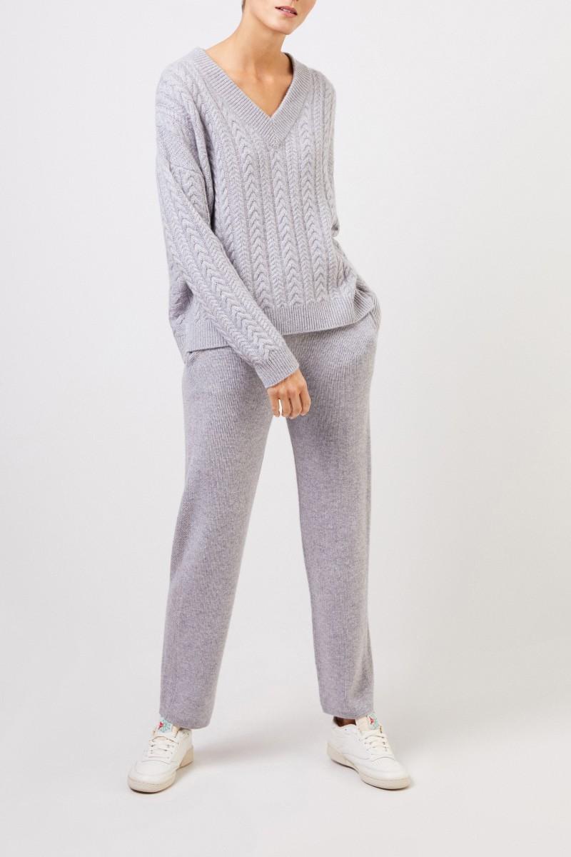 UZWEI V-Neck Cashmere-Pullover mit Zopfmuster Grau