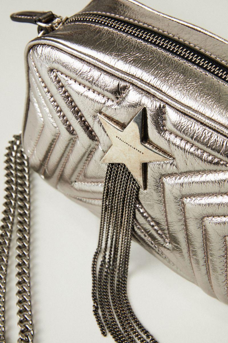 Schultertasche 'Mini Stella Star' in Metallic Silber
