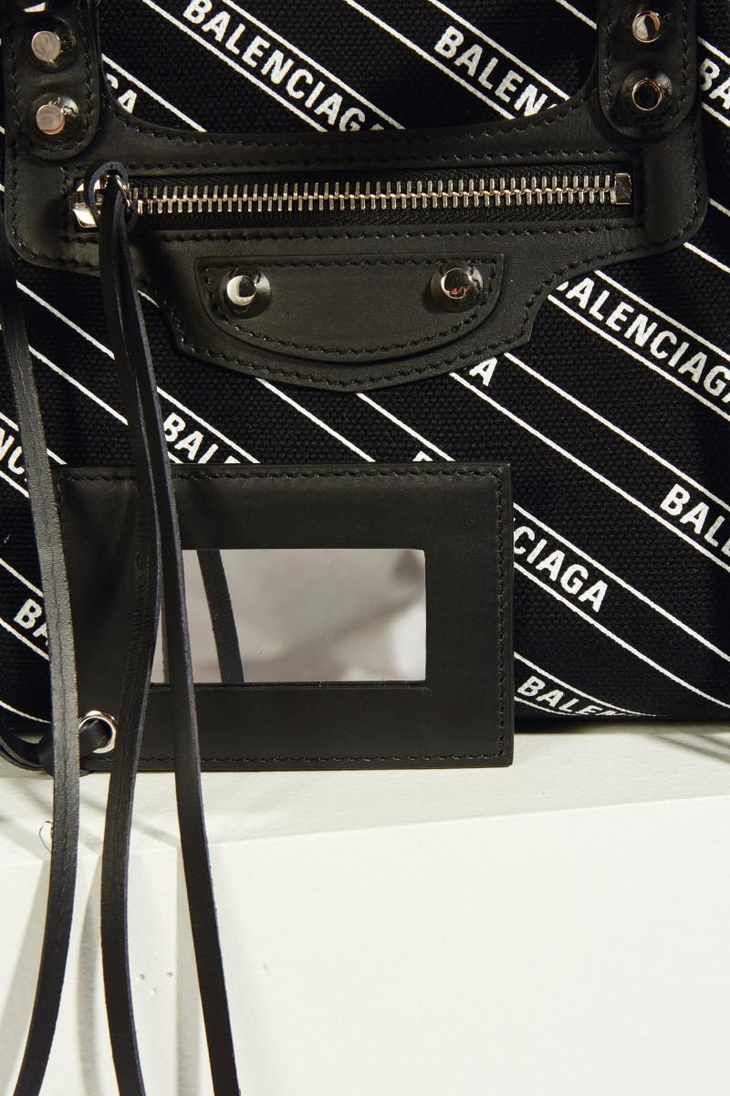 Tasche 'Classic City S' mit Logo Schwarz/Weiß