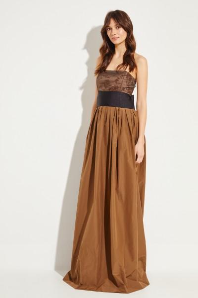 Langes Kleid mit Perlenverzierung Braun