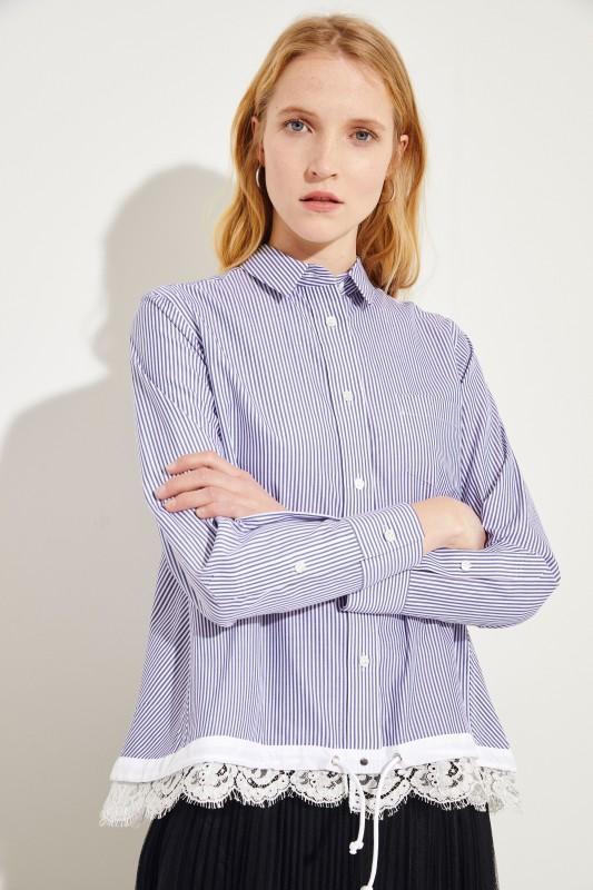 Gestreifte Bluse mit Spitzendetails Blau/Weiß