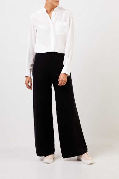 Uzwei Cashmere trousers with wide leg Black