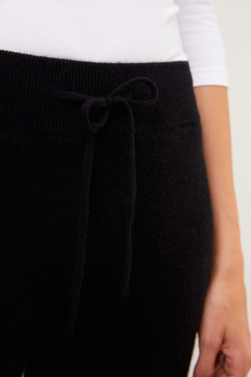 Uzwei Cashmere pants with mesh knit Black