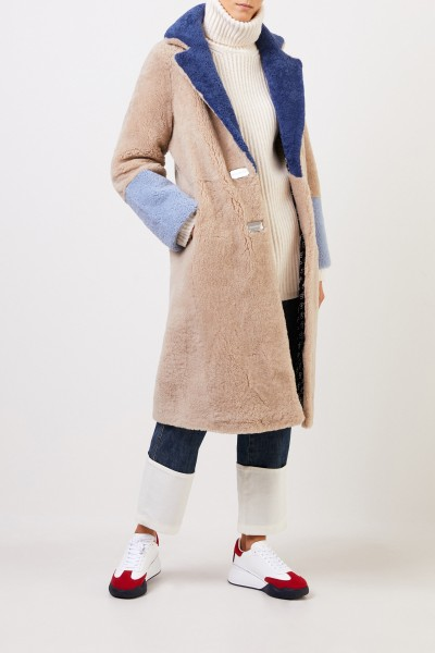 Saks Potts Lammfellmantel 'Febbe Coat' in Colour-Block-Optik Beige,Navy,Hellblau
