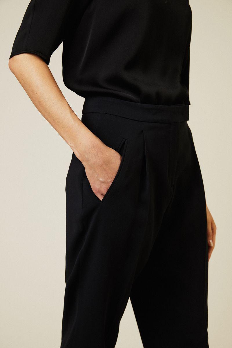 Bundfaltenhose in Schwarz
