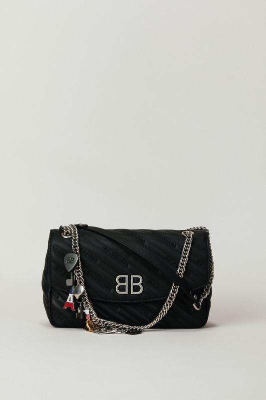 Umhängetasche 'BB Bag' mit Souvenir-Charms Schwarz