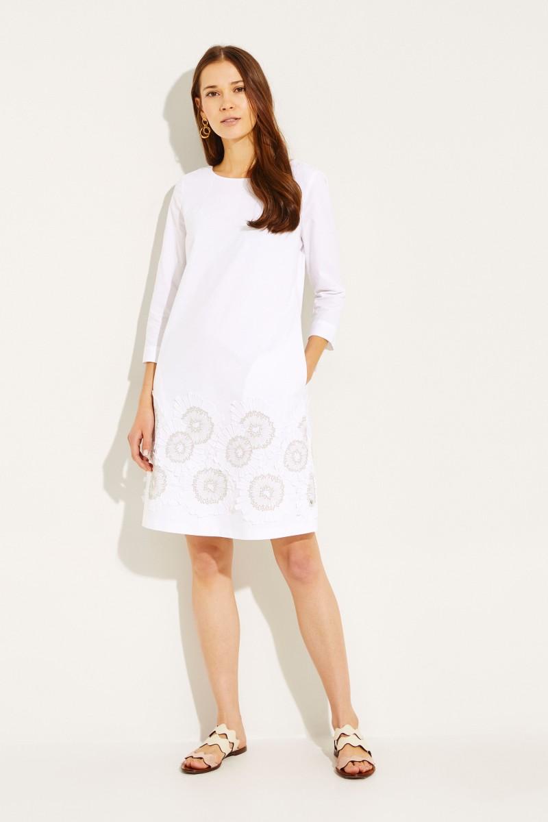 Baumwoll-Kleid mit aufgestickten Blumen Weiß