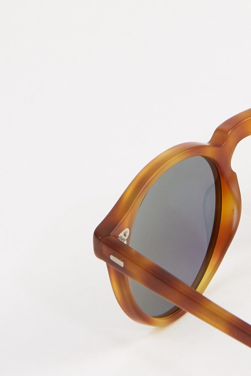 Oliver Peoples Matte Sonnenbrille 'Gregory' in Horn-Optik Braun