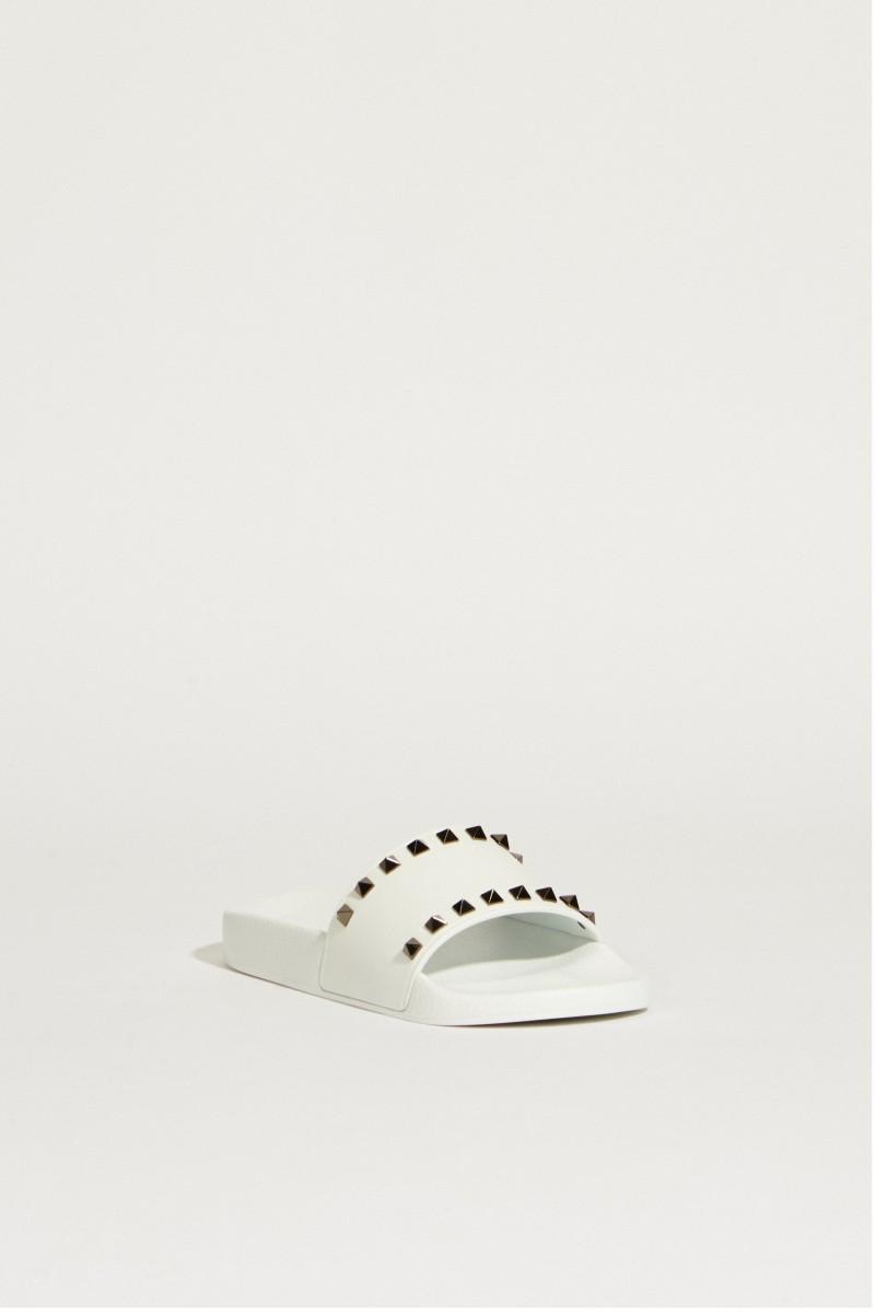 Sandale mit Nietendetails Weiß