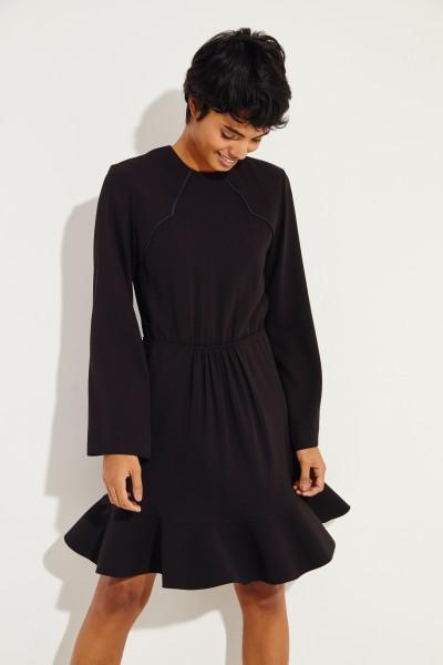 Kleid mit ausgestelltem Saum Schwarz