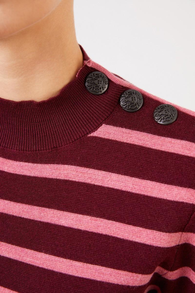 Stella McCartney Gestreifter Woll-Pullover mit Knopf-Detail Burgundy/Pink
