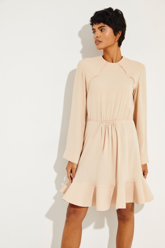 Kleid mit ausgestelltem Saum Beige