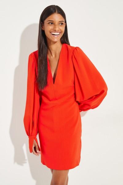 Kurzes Kleid mit V-Neck Rot