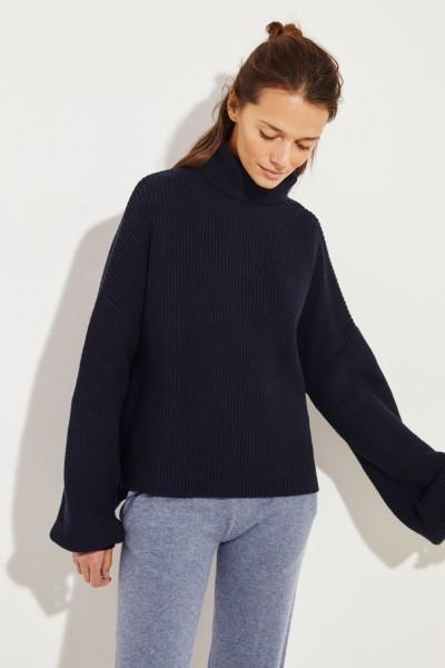 Rollkragen-Pullover mit verkürzter Front Marineblau