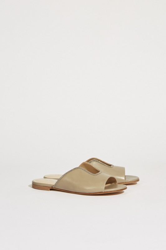 Leder-Sandale mit Perlenverzierung Taupe