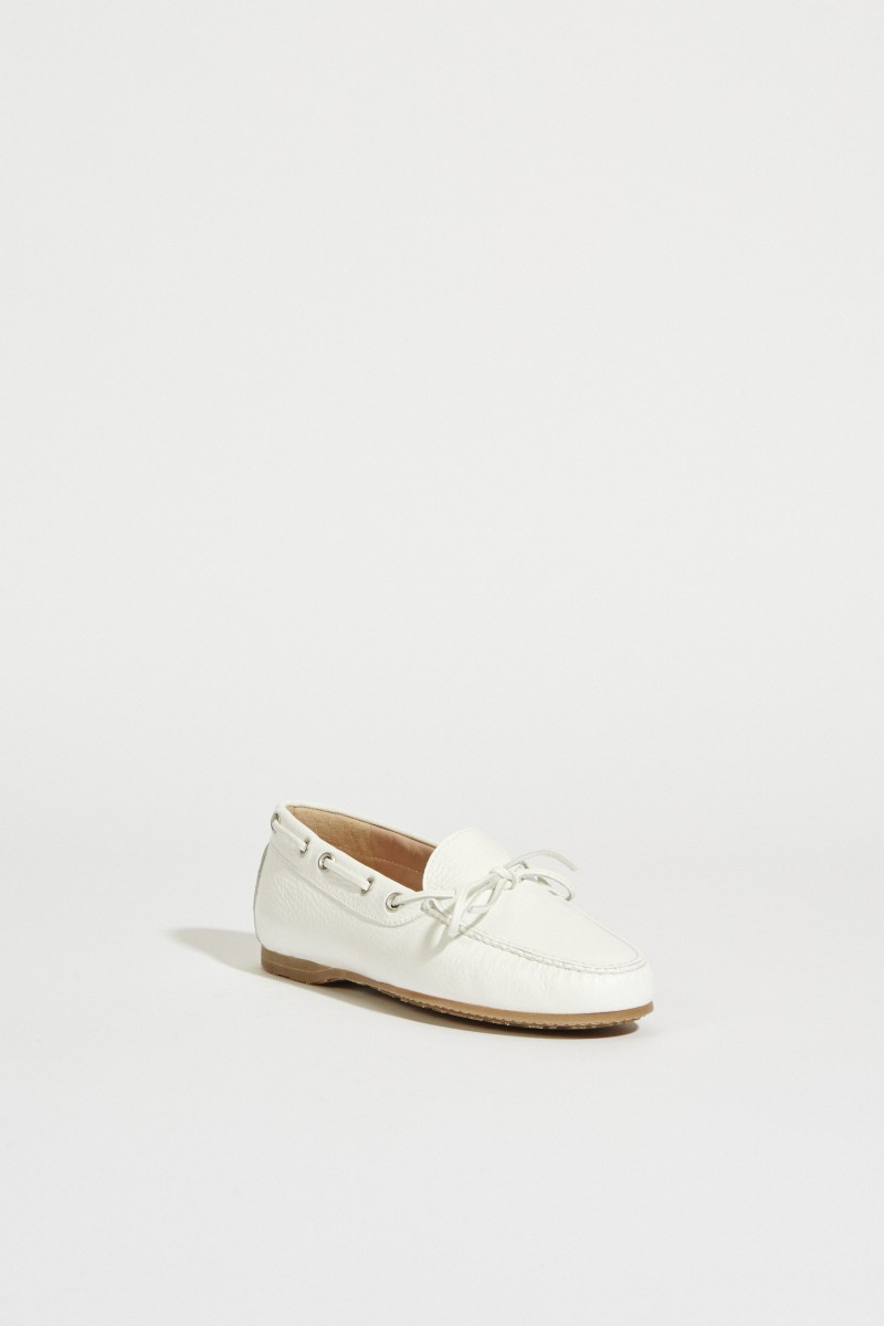 Leather shoe with bow White
