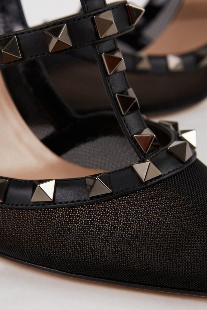 Valentino Spitzer Pump mit Nietendetails und Mesheinsatz Schwarz