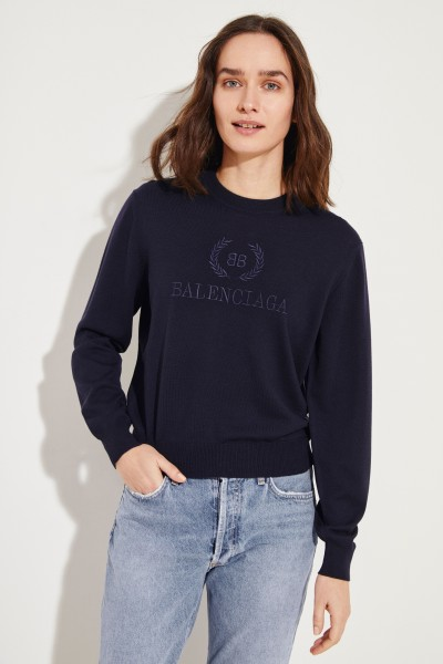 Wool pullover with embroidery blue