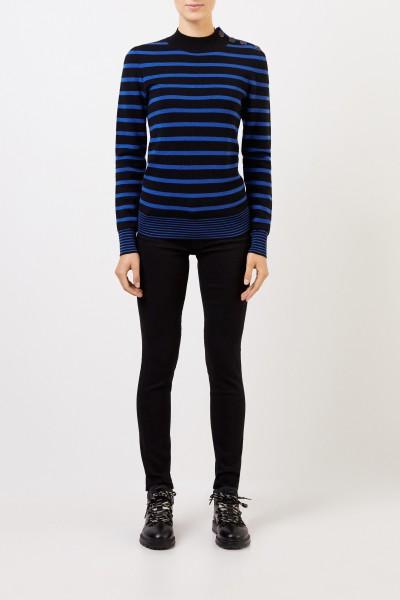 Stella McCartney Gestreifter Woll-Pullover mit Knopf-Detail Schwarz/Blau
