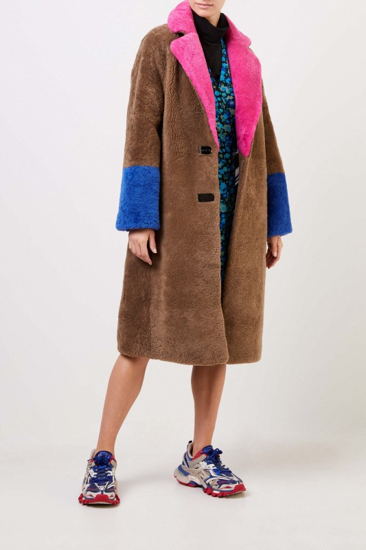 Saks Potts Lammfellmantel 'Febbe Coat' in Colour-Block-Optik Braun/Pink/Blau