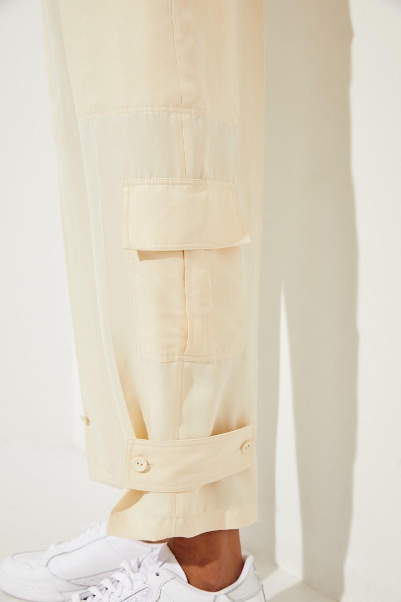 Seiden-Hose 'Ronni' mit Taschen-Details Beige