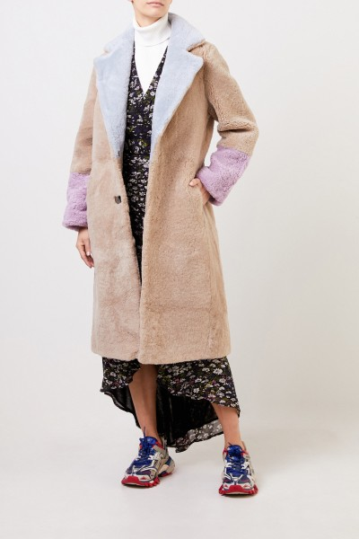 Saks Potts Lammfellmantel 'Febbe Coat' in Colour-Block-Optik Beige/Flieder/Hellblau