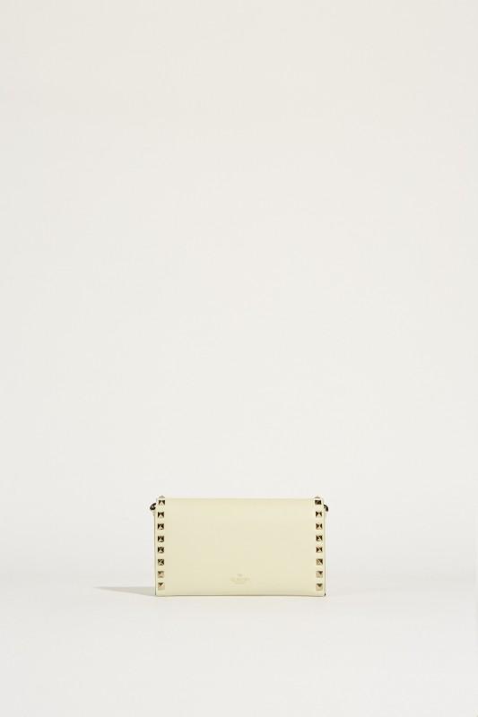 Schultertasche 'Rockstud Wallet' Crèmeweiß