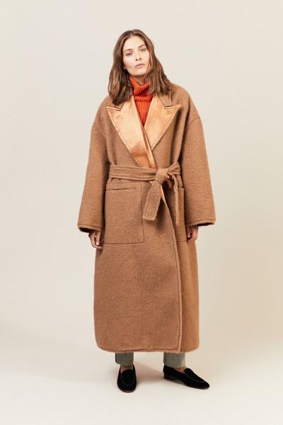 Klassischer Mantel aus Mohair und Satin Camel