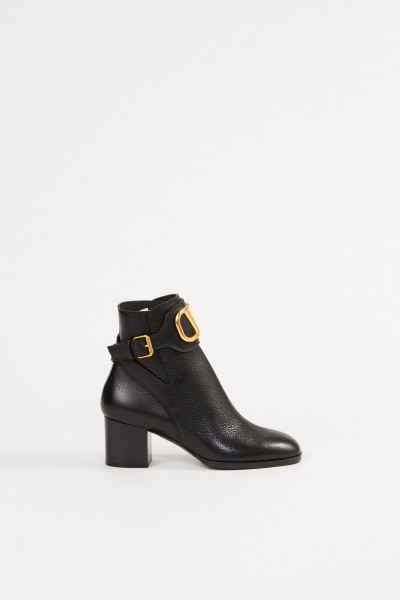 Leather ankle boot with V logo Black