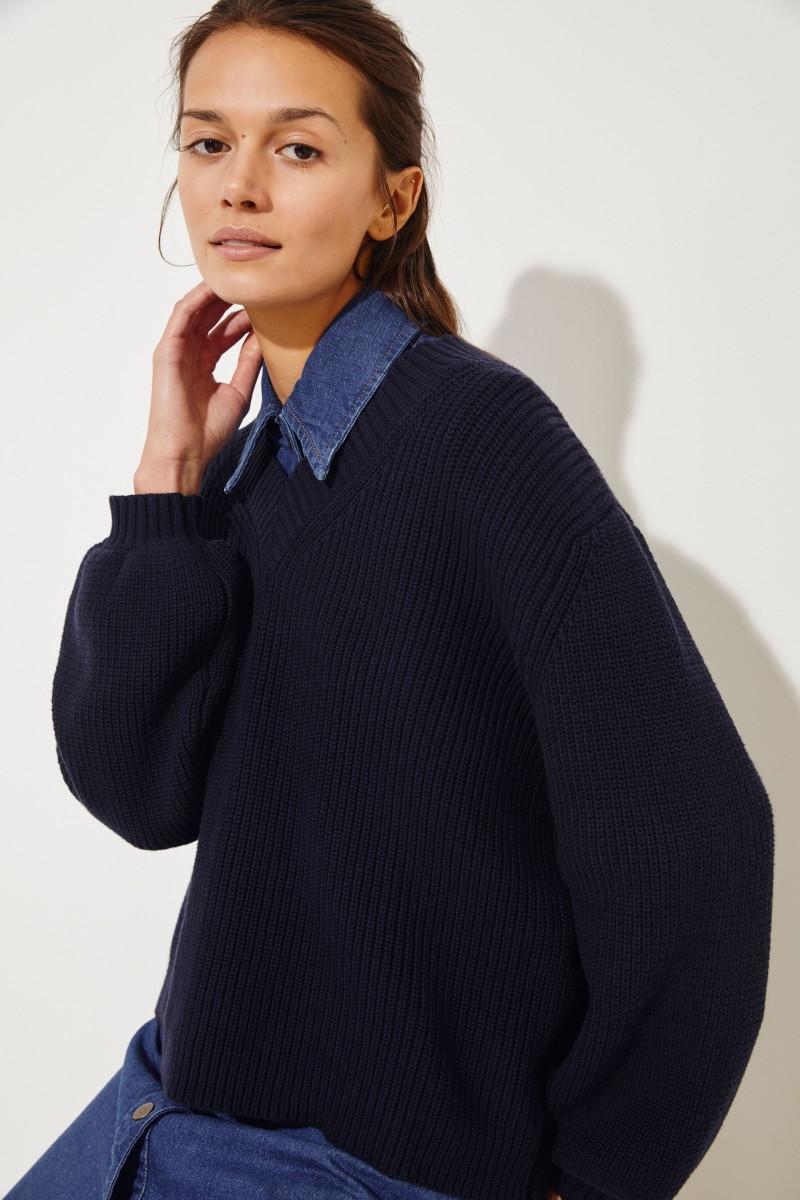 Baumwollpullover mit verkürzter Front und V-Neck Marineblau
