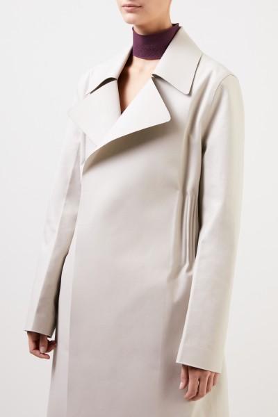 Bottega Veneta Taillierter Baumwoll-Mantel mit Ledergürtel Hellgrau