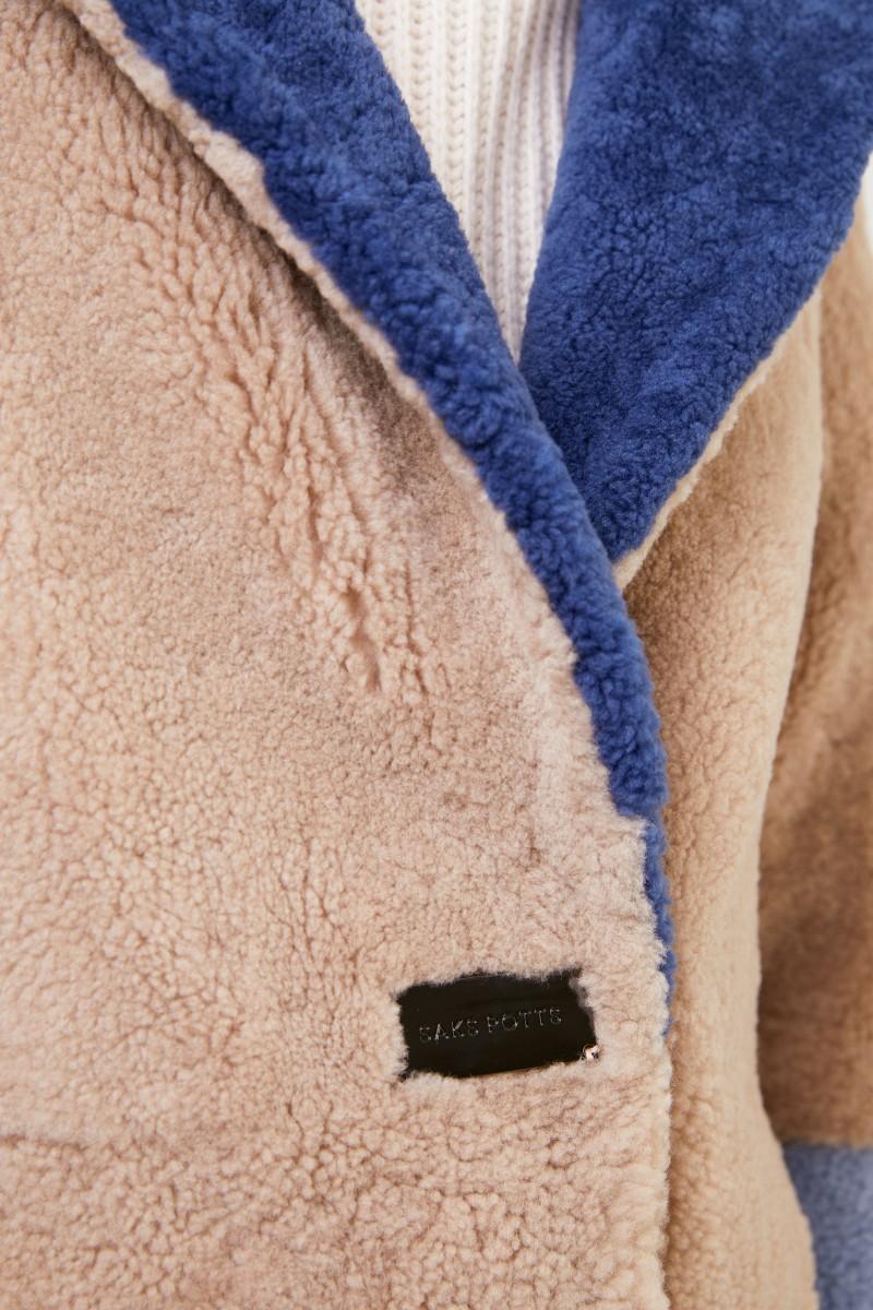 Saks Potts Lammfellmantel 'Febbe Coat' in Colour-Block-Optik Beige,Navy,Hellblau