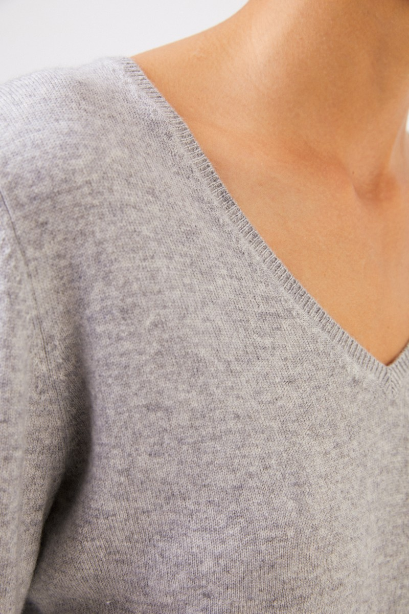 Uzwei Cashmere-Pullover mit V-Neck Grau