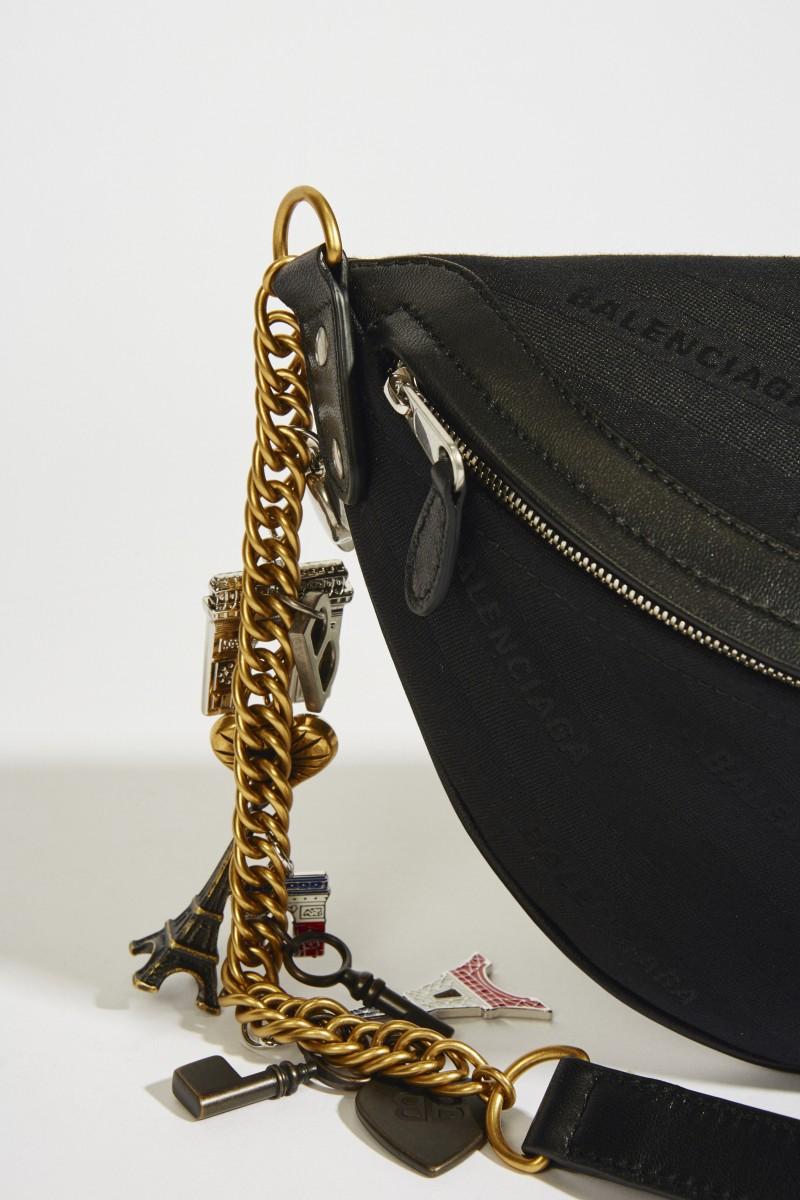 Tasche mit Souvernir-Charms Schwarz
