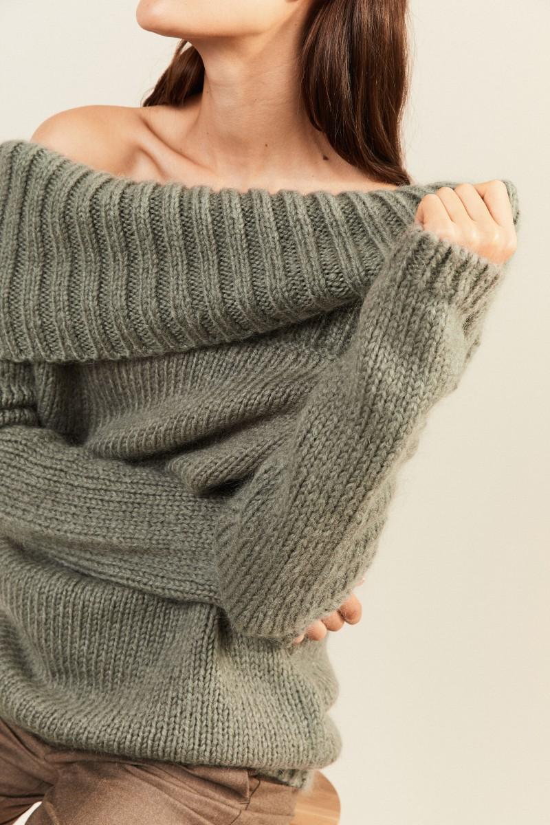 Mohair-Woll-Pullover mit breitem Kragen Salbei