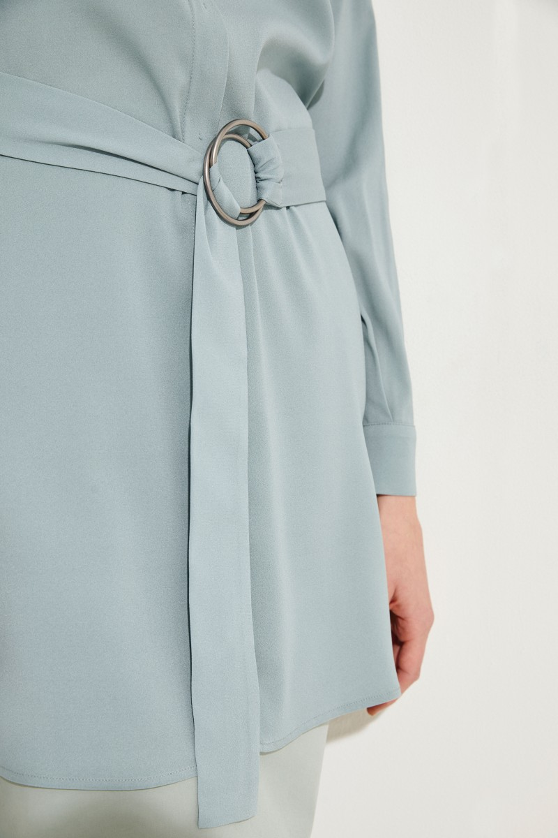 Seiden-Bluse mit Gürtel Salbei