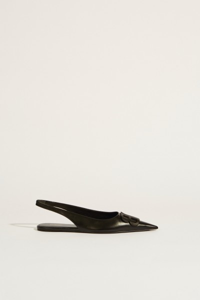 Pointed leather flat with logo Black